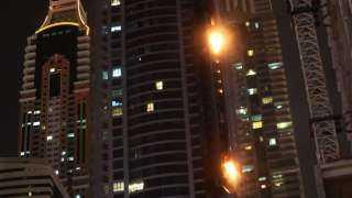 السيطرة على حريق نشب في برج دجى (فيديو)