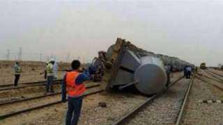 """اصطدام قطار بسيارة نقل على خط سكة حديد """"مطروح - الإسكندرية"""" (فيديو)"""