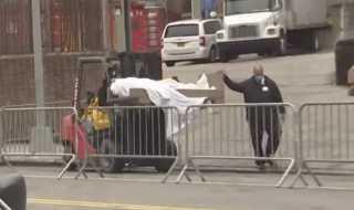 شاهد...ولاية نيويورك تستخدم المقطورات المبردة للتخلص من الوفيات بكورونا