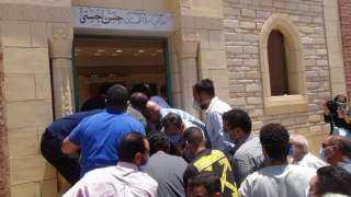 بالفيديو.. تشييع جنازة حسن حسني وسط غياب لافت للفنانين