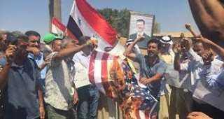 أهالي قرية طرطب السورية يحرقون الأعلام الأمريكية(فيديو)