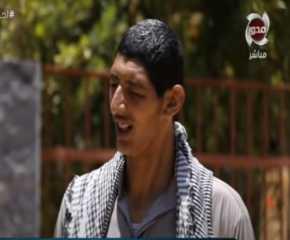 بالفيديو.. اطول رجل فى مصر يشكو من طوله الفارع الذي يزداد باستمرار