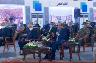 """بالفيديو.. السيسي لـ وزير المالية"""": انت بتخاف على الفلوس قوي يا دكتور محمد"""