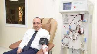 المستشار الإعلامي لرئيس مجلس الوزراء يتبرع ببلازما الدم بعد تعافيه من فيروس كورونا(فيديو)