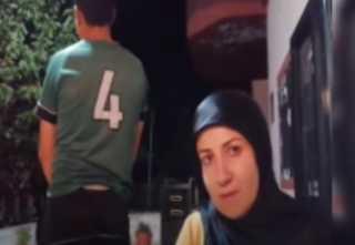 بالفيديو.. الطفل السوري المغتصب في لبنان يظهر مع والدته ويتحدث عن الواقعة