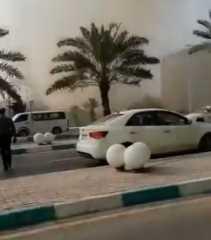 بالفيديو.. حريق هائل في جزيرة كيش الإيرانية