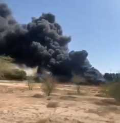 بالفيديو.. حريق هائل في الكويت نتيجة انقلاب شاحنة وقود بالجهراء