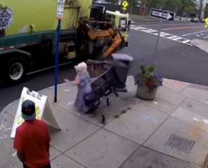بالفيديو.. شاحنة قمامة تقذف امرأة من مقعدها بشكل مفاجئ