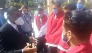 بالفيديو.. حاملين علم مصر.. عودة 6 مصريين اختطفوا في ليبيا