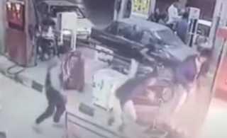 بالفيديو.. قتلى وجرحى بانفجار دراجة نارية أثناء تزودها بالوقود شمالي إيران