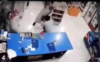 بالفيديو.. السعودية.. محاولة سطو على متجر تتحول إلى كابوس