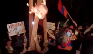 بالفيديو.. تظاهرة للأحزاب الأرمنية أمام السفارة التركية في لبنان