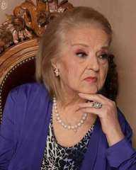 بالدموع..أنطوانيت نجيب تحتفل بعيد ميلادها الـ 90 .. فيديو