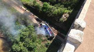 قتلى وجرحى بسقوط حافلة من فوق جسر في البرازيل