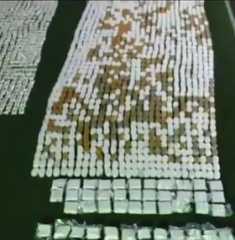"""بالفيديو.. إحباط عملية تهريب نحو طن من الحشيش وأكثر من 800 ألف حبة """"كبتاغون"""" عن طريق المرفأ"""
