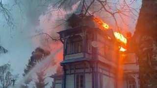بالفيديو.. حريق يلتهم فندقا بعض نزلائه سياح روس فى زنجبار