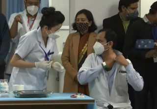 رئيس الوزراء الهندي يطلق واحدة من أكبر حملات التطعيم ضد كورونا بالعالم