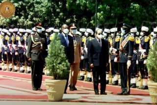 بالفيديو.. مراسم استقبال رسمية للرئيس السيسي في الخرطوم