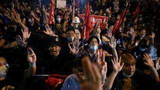 مئات المحتجين في تايلاند يطالبون بإطلاق سراح قادتهم