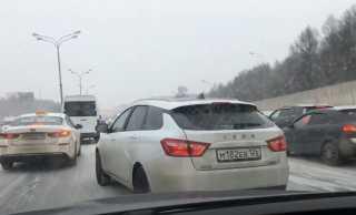 بالفيديو.. روسيا.. حادثا سير بمشاركة 17 سيارة في موسكو