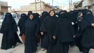 """مظاهرات نسائية في ريفي حلب وإدلب بسوريا ضد """"هيئة تحرير الشام"""" والجولاني"""