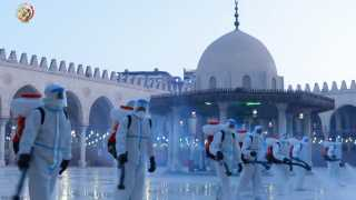 القوات المسلحة تقوم بأعمال التطهير والتعقيم لعدد من المساجد الكبرى خلال شهر رمضان المعظم