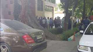 """فيديو وصور.. اعتصام أمام بورصة طهران وسط شعارات """"الموت لروحاني"""""""