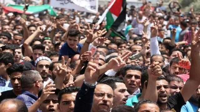 مظاهرة حاشدة في عمان تطالب بطرد السفير الإسرائيلي وإغلاق السفارة