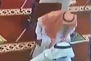 بالفيديو.. مسن سعودي يفارق الحياة خلال أدائه الصلاة