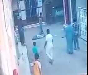 بالفيديو..  لحظة مقتل خطيب وإمام مسجد بالدقهلية طعنا بيد ابن خالته