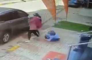 بالفيديو.. لحظة وفاة طالبة سقط عليها لوح خشبي أثناء مرورها بالشارع في المنوفية