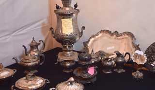 شاهد.. مضبوطات شقة الزمالك من المجوهرات والتحف الأثرية
