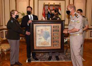وزير الدفاع يلتقى قائد الحرس الوطنى الأمريكى خلال زيارته الرسمية لمصر