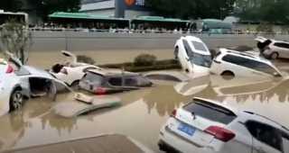 بالفيديو.. غرق أعداد كبيرة من السيارات في الصين بسبب الفيضانات