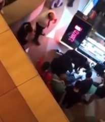 شاهد.. لحظة انتحار فتاة في أشهر مول في مصر
