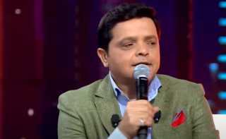 شاهد.. شريف منير يعزف الدرامز ومحمد هنيدي يشاركه الغناء